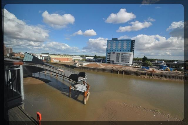 2 Bedroom Luxury Apartment in Trinity Wharf, High Street, Hull, HU1 1QE