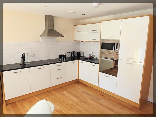2 Bedroom Luxury Apartment in The Sawmill, 19 Dock Steet, Hull, HU1 3AH