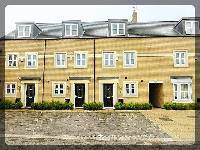 3 Bedroom Three Storey Town House in St Georges Court, Great Gutter Lane East, Willerby, HU10 6FN