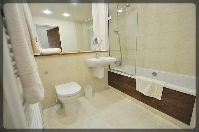 1 Bedroom Luxury Apartment in Freedom Quay, Railway Street, Hull Marina, HU1 2BE