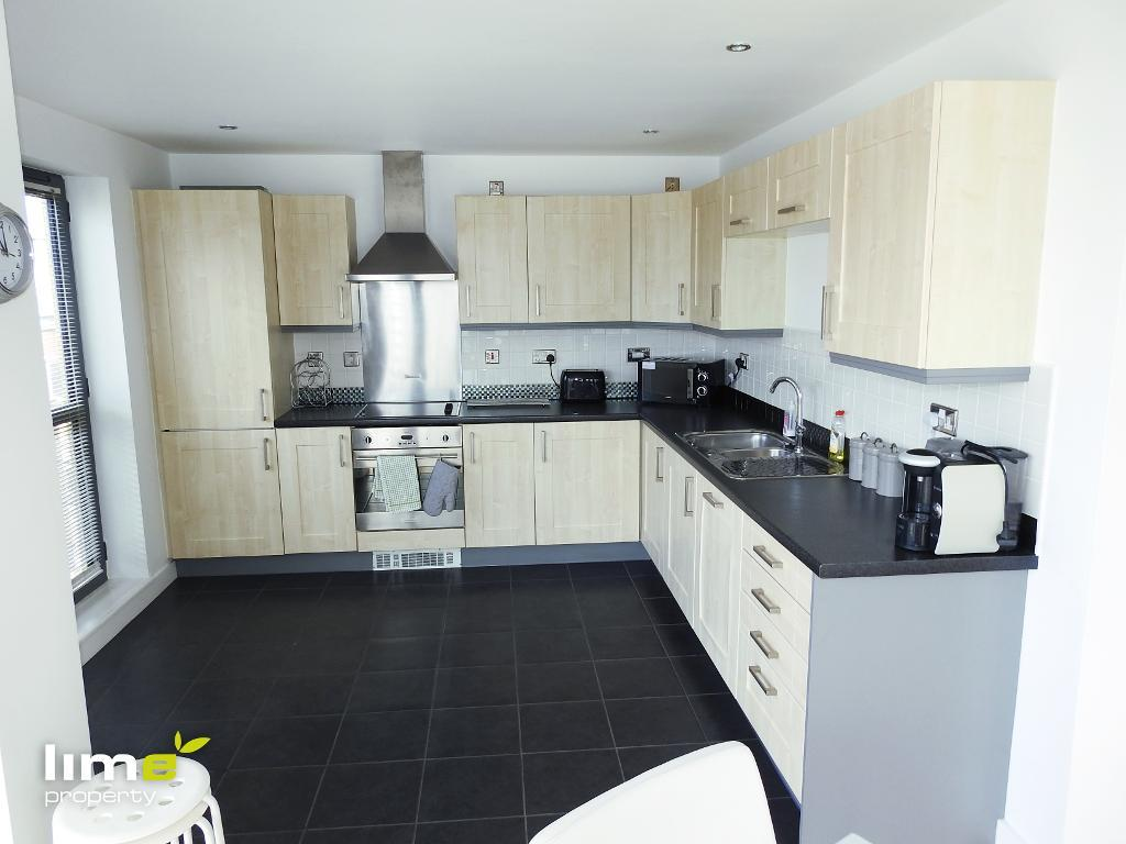 3 Bedroom Luxury Apartment in Queens Court, BBC Building, Hull, HU1 3DL