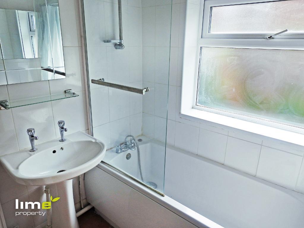 3 Bedroom Room in Brooklyn Terrace, Worthing Street, Hull, HU5 1PY