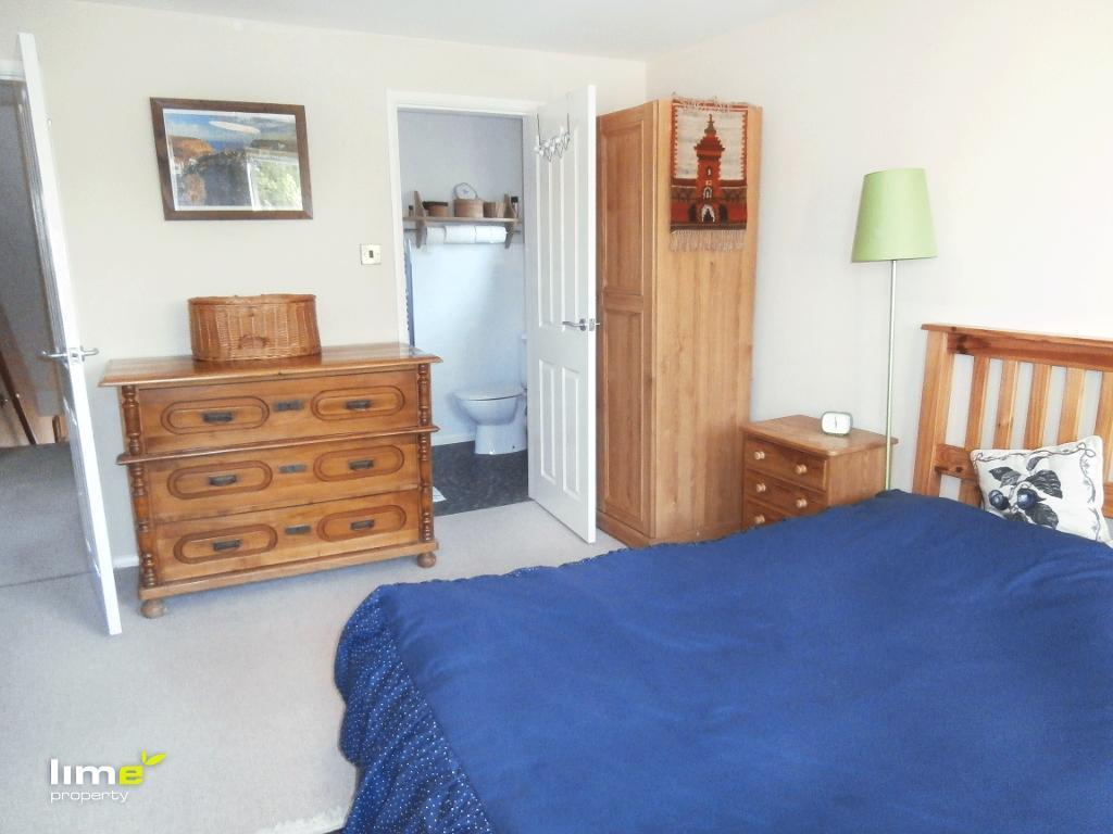4 Bedroom Detached in Hawthorne Avenue, Willerby, HU10 6JG