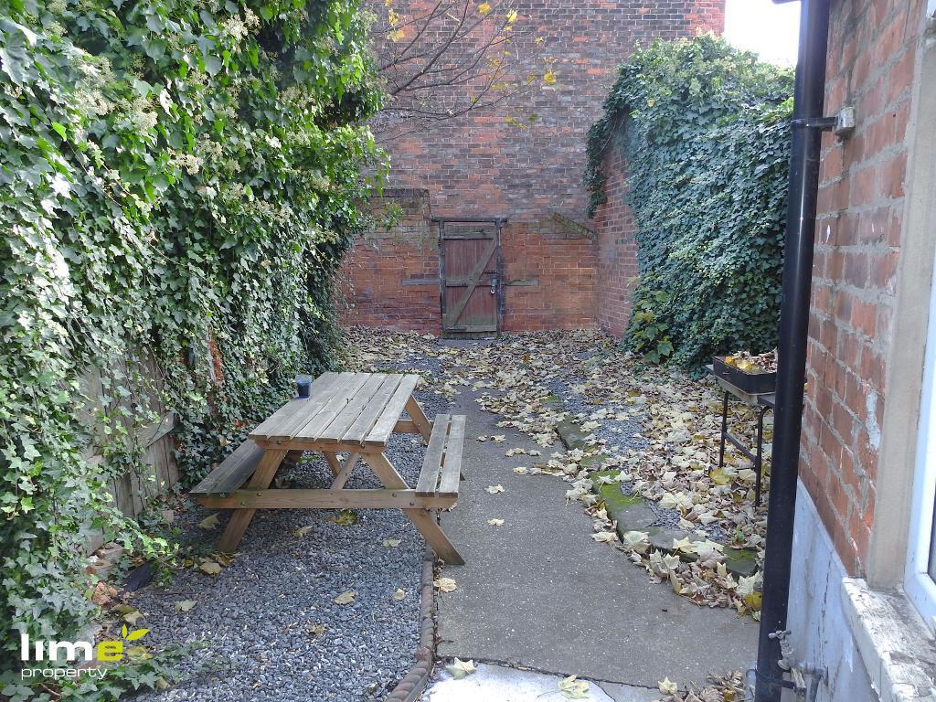 1 Bedroom Room in Anlaby Road, Hull, HU3 6EP