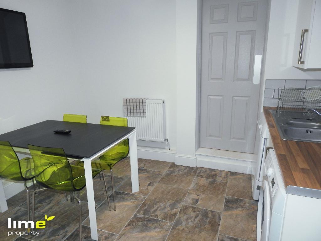 1 Bedroom Room in Jalland Street, Hull, East Yorkshire, HU8 8RB